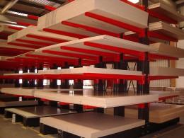 Stakapal Kragarmregale für die Lagerung von großformatigen Plattenprodukten
